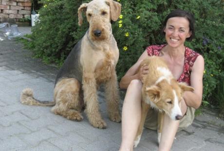 Katrin mit ihren Hunden Ben und Aika